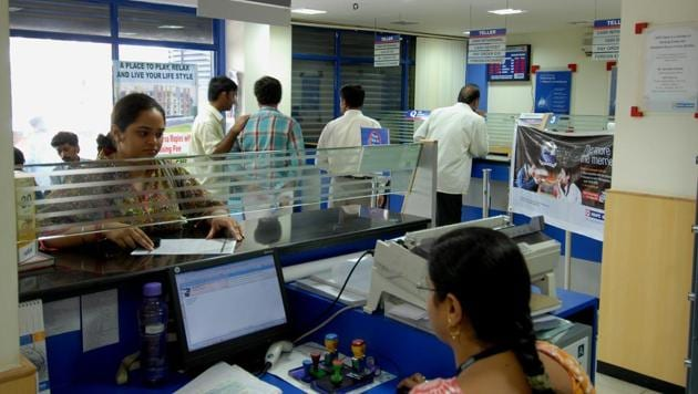 A customer talks to a bank official. Around 10 lakh bankers will go on strike on August 22. (Mint file photo/ Representational)