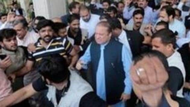 Supporters of former Pakistani prime minister Nawaz Sharif crowd around him as he leaves Punjab house in Islamabad on August 9.(Reuters File Photo)