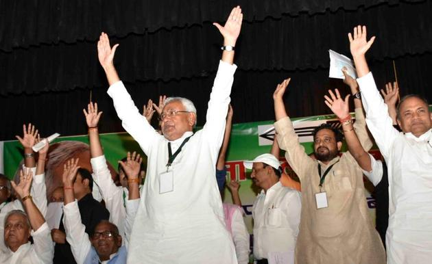 Chief minister Nitish Kumar with JD(U) leaders at the party's national executive meeting, in Patna(AP Dube/HT Photo)