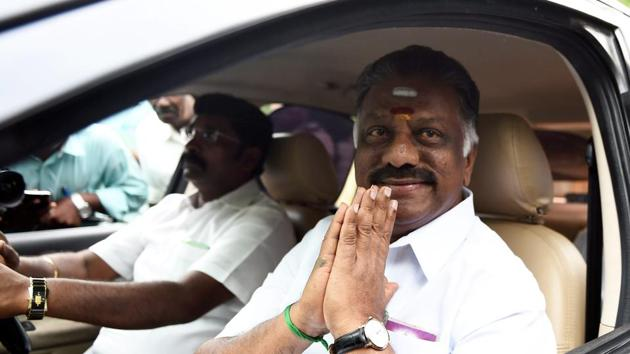 Former chief minister O Panneerselvam on his way to participate in merger discussions on Friday.(PTI photo)