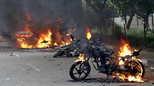 Vehicles burnt in the violence that broke out after Dera Sacha Sauda chief Gurmeet Ram Rahim's conviction in Panchkula on Friday.(PTI)