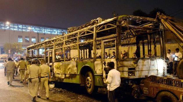 A DTC bus that was set on fire near Baadli metro station in New Delhi on Friday by followers of Dera Sacha Sauda chief Gurmeet Ram Rahim after he was convicted for rape.(PTI Photo)