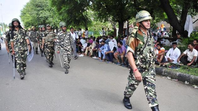 Curfew continued on Saturday in a few districts in south-west Punjab, including Mansa, Bathinda, Patiala, Fazilka, Ferozepore, Faridkot, Malout, Sangrur and Barnala following the violence.(Ravi Kumar/HT)