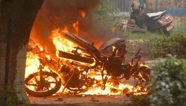 A bike burn in violence following Dera Sacha Sauda chief Gurmeet Ram Rahim's conviction in Panchkula on Friday.(PTI)
