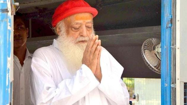 Asaram Bapu greets his supporters as he arrives for a hearing at a court in Jodhpur in this undated photo.(Ramji Vyas/ HT file photo)