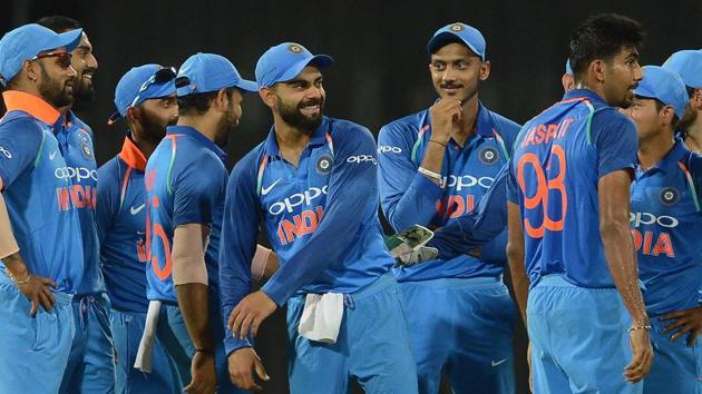 Virat Kohli (C) celebrates with Indian cricket teammates after defeating Sri Lanka in Colombo on Thursday. Get full cricket score of India vs Sri Lanka, fourth ODI here.(AFP)