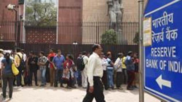 People wait outside the RBI in New Delhi to deposit their demonetised banknotes in exchange for legal tender on the last day of the deadline in New Delhi, on March 31, 2017.(Ravi Choudhary/HT File Photo)