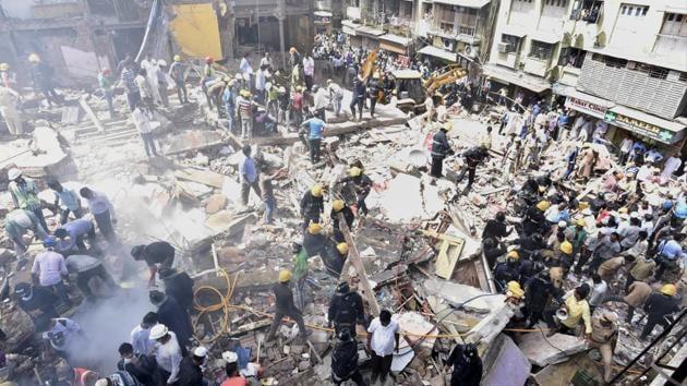 Rescue operations underway on Thursday.(Anshuman Poyrekar/HT)