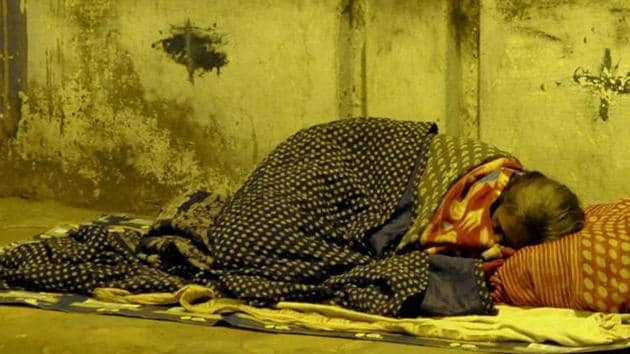 Many cancer patients, unable to afford a hotel or a dharmshala, stay on the pavements around the hospital till their treatment is complete. (HT file photo / Representational)
