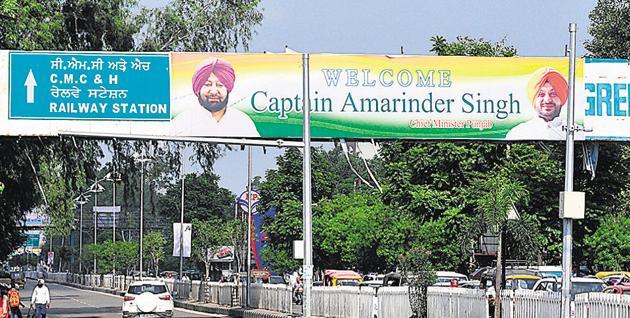 Illegal hoardings welcoming chief minister Captain Amarinder Singh at Bharat Nagar Chowk in Ludhiana on Tuesday.(Gurminder Singh/HT)