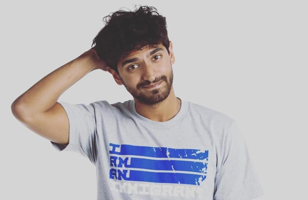 Karan Soni sports an 'I am an Immigrant' tee shirt for the Immigrant Heritage Month campaign.(Instagram/ItsKaranSoni)