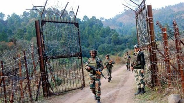 File photo of Indian soldiers near the Line of Control (LoC) in Nowshera sector in Poonch after a ceasefire violation by Pakistani troops.(PTI)