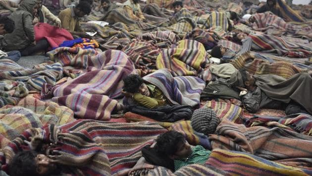 Homeless people at a night shelter at ISBT in New Delhi.(Ravi Choudhary/HT File Photo)