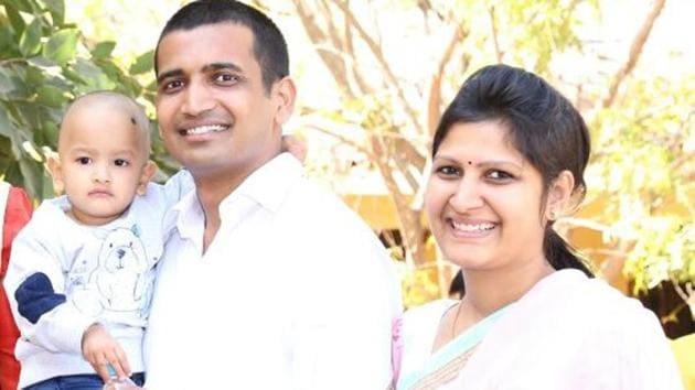 Sumit Rathore and his wife Anamika will take deeksha under Sudhamargi Jain Acharya Ramlal Maharaj at Surat in Gujarat on September 23.(HT Photo)
