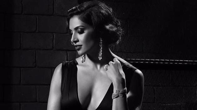 In 2005 everyone had told Bipasha that she needs to get her knees operated- that she won't be able to dance, won't be able to do action sequences and even be able to stand for a long time.(Bipasha Basu Instagram/Rocky Star)