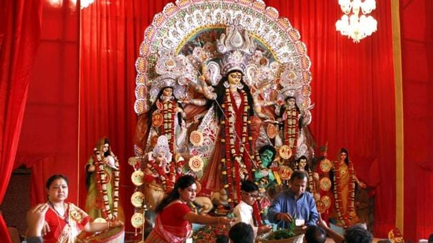 Every year lakhs of devotees visit pandals in CR Park during the Durga Puja celebrations.(HT FILE)