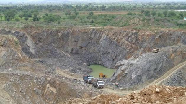 The state mines department has initiated e-auction of minor mineral mines for the first time after amending the mineral policy in February this year.(DEEP MUKHERJEE/HT PHOTO)