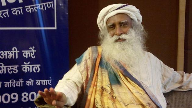 Sadhguru is expecting about 30 crore missed calls, possibly by October 2, which, he hopes would make governments realise that the 'save rivers campaign' has popular support too.(Manish Chandra Pandey/HT Photo)