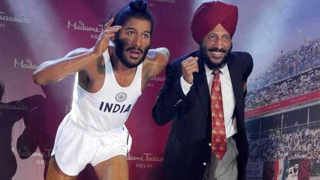 <p>Milkha Singh unveiling his wax statue for Madame Tussauds museum at Chandigarh.</p> (Keshav Singh/Hindustan Times)