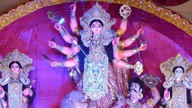 Durga Puja is celebrated with great fervour in Kolkata.(Subhendu Ghosh/HT Photo)