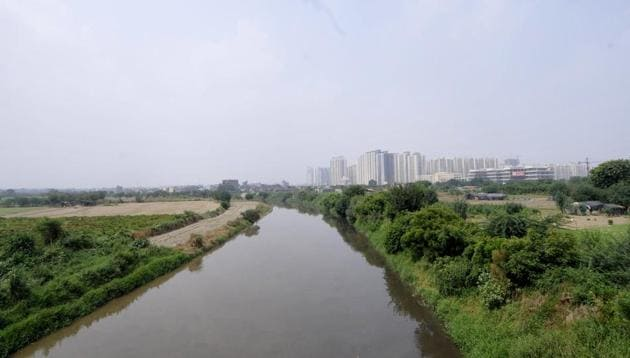 NThe project is aimed at reviving the Hindon that now mostly carries sewage from the six districts through which it flows.(Sunil Ghosh/HT Photo)