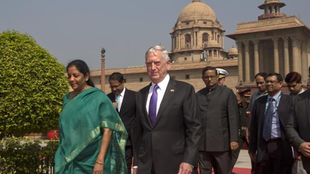 Defense minister Nirmala Sitharaman (L) escorts US defense secretary James Mattis for a delegation level meeting in New Delhi on Tuesday.(AP file)