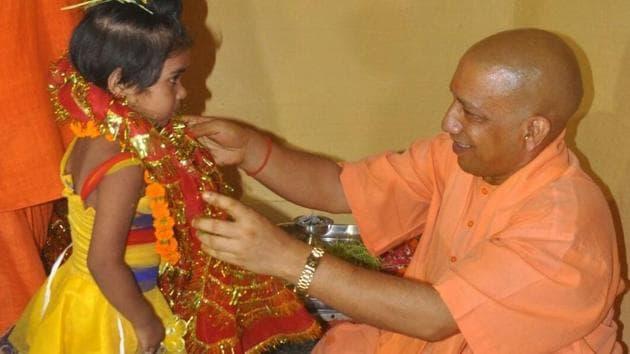Uttar Pradesh Chief Minister Yogi Adityanath performing kanya pujan at the Gorakhnath temple on Friday.(HT Photo)
