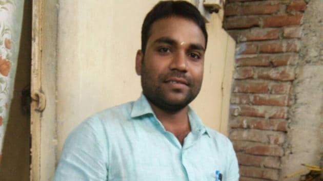 Cyber cafe owner Anurag Basu who caught two terror suspects in September is struggling to make ends meet after customers stopped frequenting his shop for fear of retaliation.(HT PHOTO)