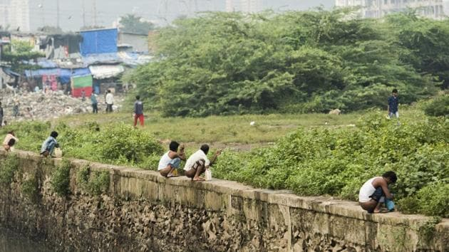 Here's what Mankhurd looked like at 7.43 am on Sunday.(Pratik Chorge/ HT)