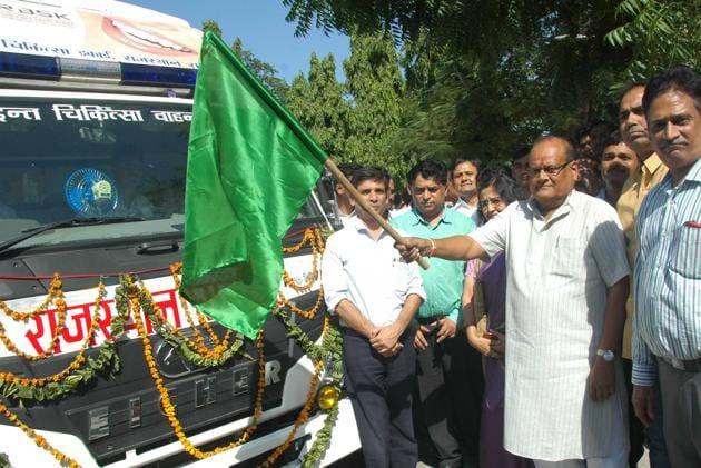 Rajasthan health minister Kali Charan Saraf flagging off a mobile dental vans from Indira Gandhi Panchayati Raj Sansthan during state level health promotion programme in Jaipur.(Representative picture/HT Photo)