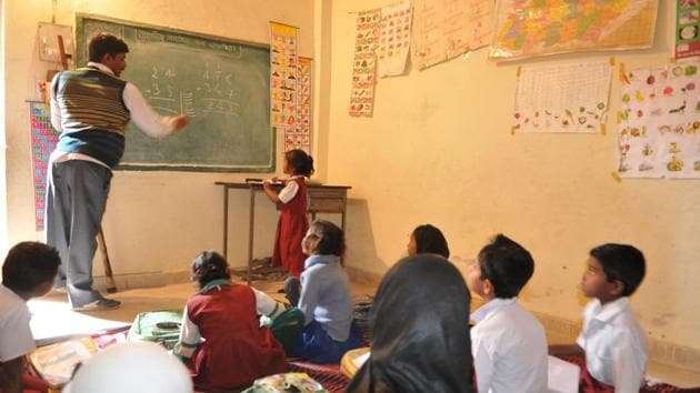 Among the over 12 lakh untrained teachers, 9.25 lakh are from private schools and 3.53 lakh are employed in government schools.(HT File)