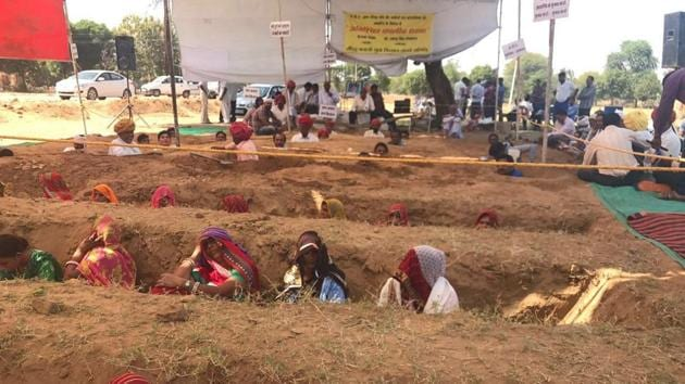 Protesting farmers remained inside the pits most of the time on Tuesday, emerging only occasionally to answer nature's call. Two women collapsed during the course of the agitation.(HT Photo)