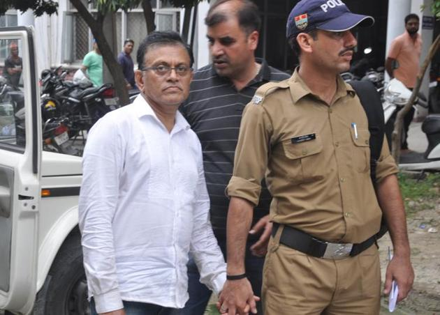 The lynchpin of the most unprecedented racket was Amit Kumar (pic), who has no training in medicine or surgery. He has instead shown skill in evading the law, changing names and moving cities several times each time he secured bail after an arrest.(Vinay Santosh Kumar/HT File Photo)