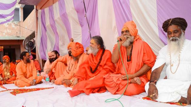 Akhil Bharatiya Akhada Parishad members at a meeting in Mayadevi shrine in Haridwar on Thursday.(Rameshwar Gaur/HT Photo)