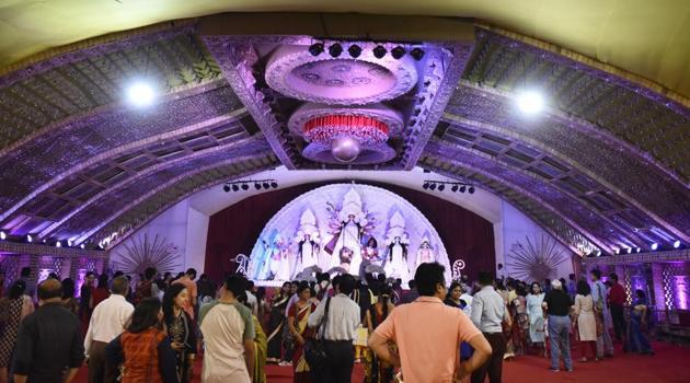 CR Park's Cooperative Pujo Committee and Gurgaon's Bangiya Parishad will be awarded the Saktibhute Sanatani Paribesh Bandhab Sarodotsab Sanman, 2017, on October 24(Burhaan Kinu/HT PHOTO)