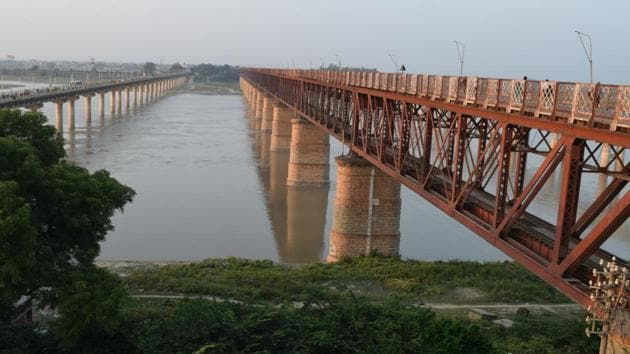 The Curzon Bridge that connects Allahabad with Phaphamau offers a majestic view of the Ganga where the skywalk is proposed.(HT Photo)