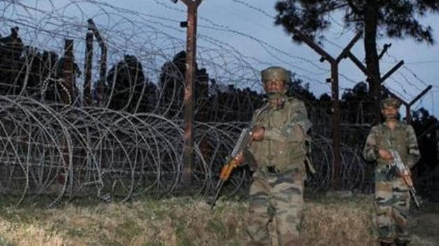 Army jawans patrol LoC in Poonch district of Jammu and Kashmir on Wednesday.(PTI)