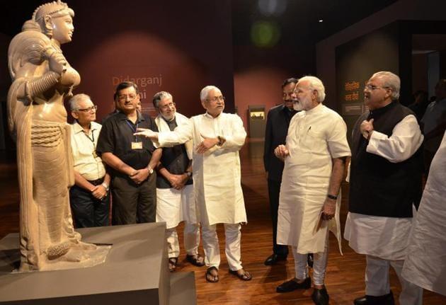 CM Nitish Kumar showing Deedarganj Yakshini to PM Narendra Modi at Bihar museum in Patna on Saturday.(Santosh/HT photo)