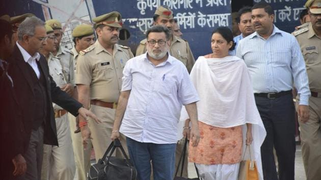 Rajesh and Nupur Talwar walk out of Ghaziabad's Dasna jail on Monday.(Sakib Ali / HT Photo)