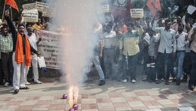 Activists protest against a court-ordered ban on the sale of firecrackers to curtail air pollution in the Delhi by setting off firecrackers during the protest.(AFP Photo)