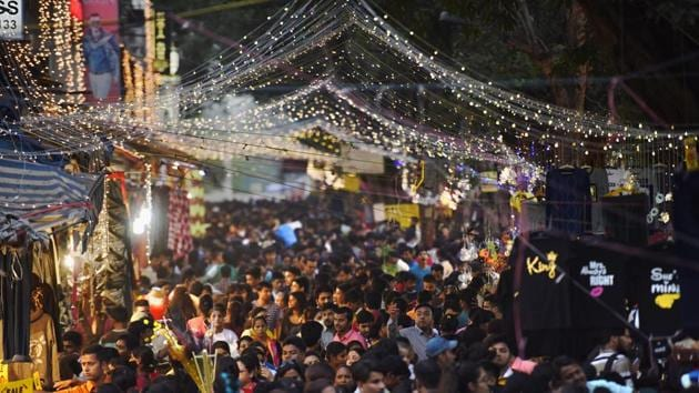 <p>Sarojini Nagar is one of Delhi&rsquo;s historic markets and is decorated elaborately on the occasion of Diwali, as large number of people throng there for...