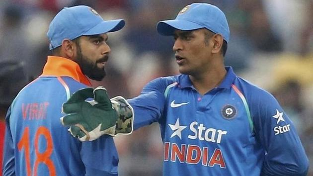 MS Dhoni was caught on stump mic advising and encouraging Kedar Jadhav and Virat Kohli during the 2nd India vs New Zealand ODI in Pune.(Reuters)