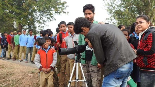 Children spot birds at a bird fair in Rajasthan.(HT File Photo)