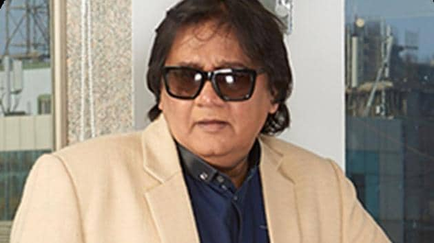 Gautam Adhikari established the group Sri Adhikari Brothers along with brother Makrand.