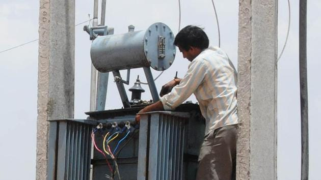 After a month long protest against 'Smart meters' in Kota city following allegations of higher consumption of electricity by smart meters, KEDL, a subsidiary of the Calcutta Electric Supply Corporation, has said it will install the meters after satisfying consumers.(HT FILE PHOTO)