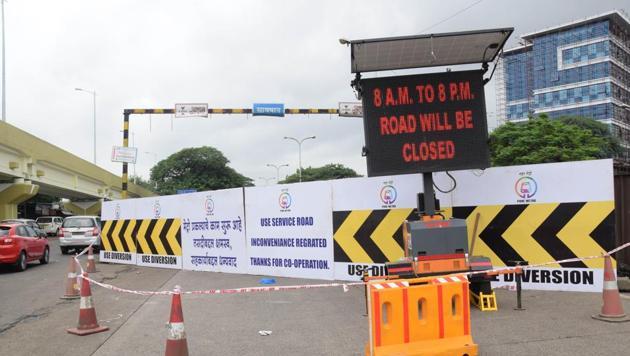 Maha Metro has indicated that the work undertaken from Nashik Phata to Kharalwadi foot-over-bridge has a clear traffic plan.(HT FILE PHOTO)