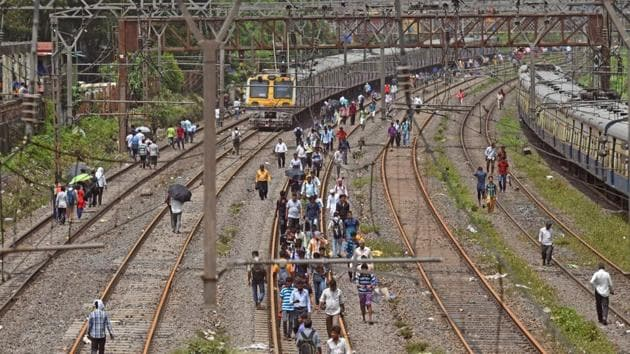 The railways is the biggest landowner among Union ministries, and owns 31,063 land parcels spread over 2,929 sq km.(Satyabrata Tripathy/HT File Photo)