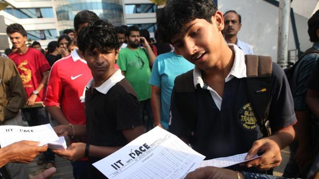 The Indian Institute of Technology Kanpur has released the eligibility criteria for JEE Advanced 2018 and said more students will be eligible to appear for the gateway to the prestigious IITs than 2017.(HT file)
