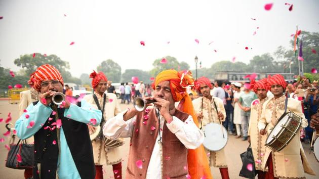 A procession to mark the festival Phool Waalo'n ki Sair in Delhi.(Photo:Sanchit Khanna / HT)