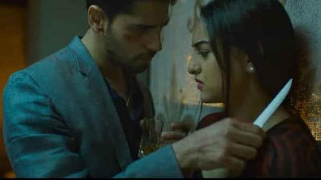 In Ittefaq, it is Akshaye Khanna who binds the film together with his performance. Sonakshi Sinha and Sidharth Malhotra star as two suspects with two different versions of the night. Our movie review.